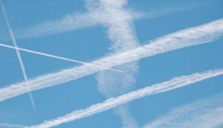 Die Chemtrails Theorie wurde bestätigt! Wir werden aus der Luft vergiftet!